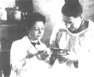 З.В. Ермольева и сэр Говард Флори. 1944 г., Москва