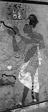 Изображение фараона и картушей на стенах гробницы